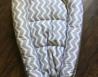 Baby bed chevron grey