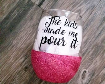 mom glass, glitter wine glass, stay at home mom glass, mothers day, wine gift, funny wine, mom gift, mothers day gift, stemless wine glass,