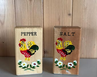 Rooster chicken salt and pepper shakers