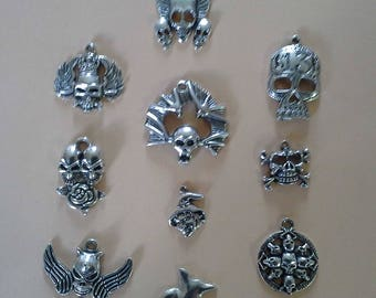 Set of 10 large skull charms