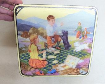 Crawfords Scottish Holiday Biscuit Tin, Gorgeous 1950s Scottish Theme Tin