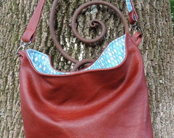 Classic Rusty Brown Soft Leather M Bucket Cross Body Handbag Tote with Contrasting Diamonds in Blue Cotton Print Lining, 2 Interior Pockets
