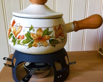 Classic 1970s fondue set..brand new never used