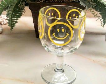 1970 Smiley Face Goblet Vintage Happy Face Glass Pedestal Glass Thumbprint Beer Mug Hippie Decor Groovy Home Decor Retro Barware Drink Glass