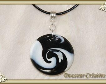 Necklace black white spiral round 103038