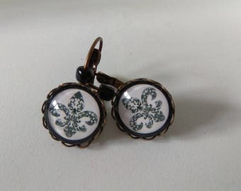Vintage lily flower cabochon earrings