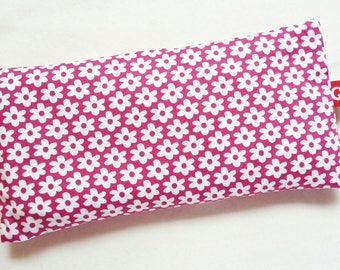 Eye pillows, relaxation, meditation, wellness, lavender, flax seed, wellbeing, ditzy, daisies, pink, white