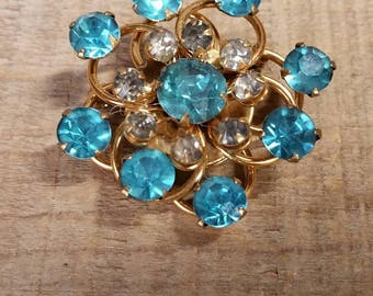 Vintage Brooch, FREE SHIPPING, vintage jewelry, Blue & White Rhinestone, bling, wedding, gift, coat pin, sweater pin, pins, brooches