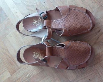 Vintage Children's Tan Leather Sandals Patachou French 60s 70s Sixties Seventies Size 31