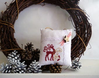 Christmas decoration hanging pillow embroidered point majestic reindeer in red and gold cross