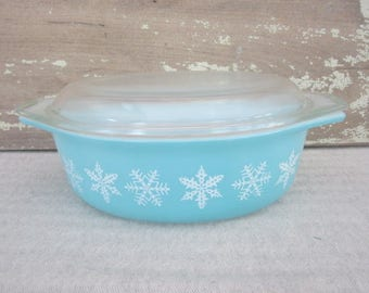 Vintage 1 1/2 Quart Turquoise Blue Snowflake Covered Casserole Dish 043 Snowflake Pyrex Covered Oval Casserole Turquoise Snowflake Vintage