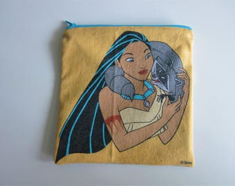 Pocahontas Vintage Zipper Pouch: Pocahontas with Meeko on her shoulder