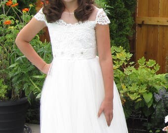 Girl's size 9 - 10 Ivory French Lace Flower Girl Dress