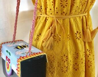 Hand embroidered shoulder box bag