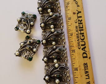 Unusual Silver tone bracelet set, green stones and pearls