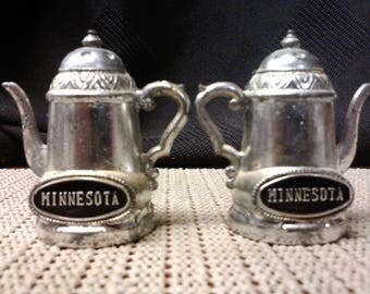 Coffee pot (metal) Minnesota salt & pepper/seasoning shaker made the Japan