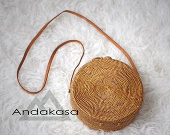 Medium Size Classic Patern Round Ata Rattan Bag, Woven Ata Bag With Ata Clip, Beautiful Basket Shoulder Bag