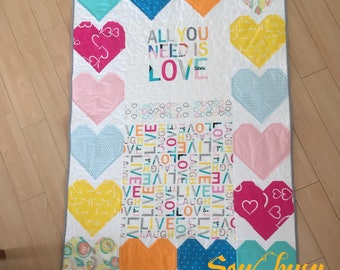 "Babyquilt ""all you need is love"""