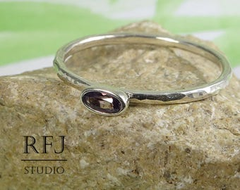 Oval Synthetic Alexandrite Silver Hammered Ring, June Birthstone Oval Cut Alexandrite Ring Stacking Minimal Sterling Silver Alexandrite Ring
