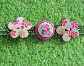 Choker necklace made from buttons and ribbon