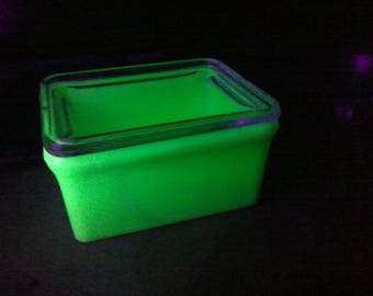 refrigerator box. vintage mckee uranium glass refrigerator box