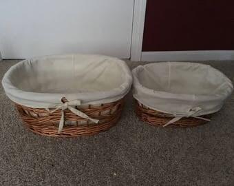Wicker basket set with beige liner