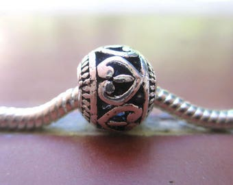Charms / heart pattern in metal silver antique round European bead