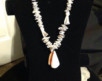 Beautiful seashell necklace/hawaii