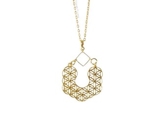 Trendy and geometrical golden long necklace