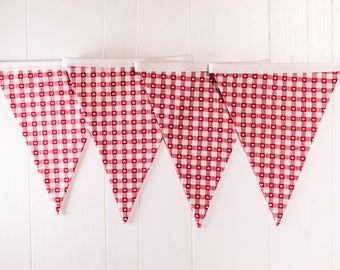 Checked Red heart Bunting and tartan design, great Valentines gift, hanging garland, festive decoration, xmas red vintage flags