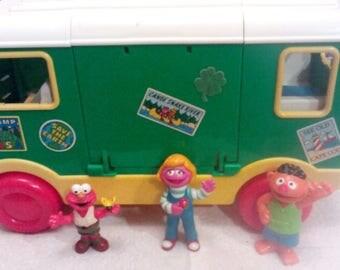 Vintage Tyco Sesame Street Camper Bus 1995 W/ 3 Seasame Street Figures