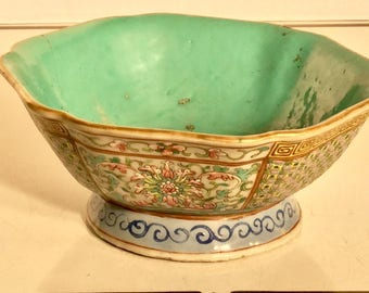 Chinese Porcelain Famille Rose Footed Bowl with Red Qianlong Mark Turquoise