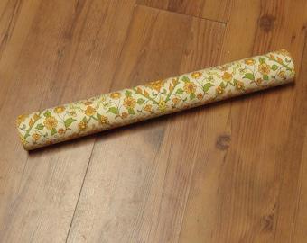 Roll of Vintage 1970s Wallpaper / Vintage 1970s Floral Wallpaper / Vintage Craft Supplies / Vintage Home Decor / 1970s Home Decor