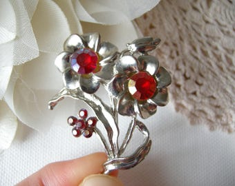 Metal Flower brooch Red flower Vintage brooch with red flowers Floral Brooch Bouquet jewelry Romantic Brooch Gift for mom Antique jewelry