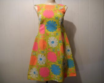 Vintage Dress, 1960s Hawaiian dress, 1960s dress, Nelson clock, mod flowers, Waitah Clarkes, Hawaiian dress, Norma, vintage clothing, small