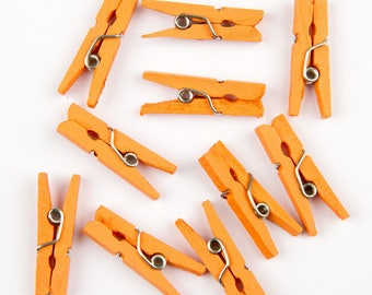 Mini clothespins orange by 20