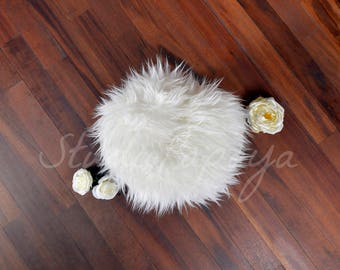 Digital backdrop newborn, newborn nest - a digital prop with white flowers