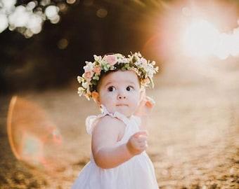 Фото с ребенок с цветком