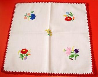 Unused,Vintage,Hungarian handmade ,Kalocsa doily,centerpiece,flower pattern  Cottage/Shabby Chic,
