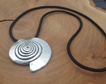 Leather necklace with pendant spiral