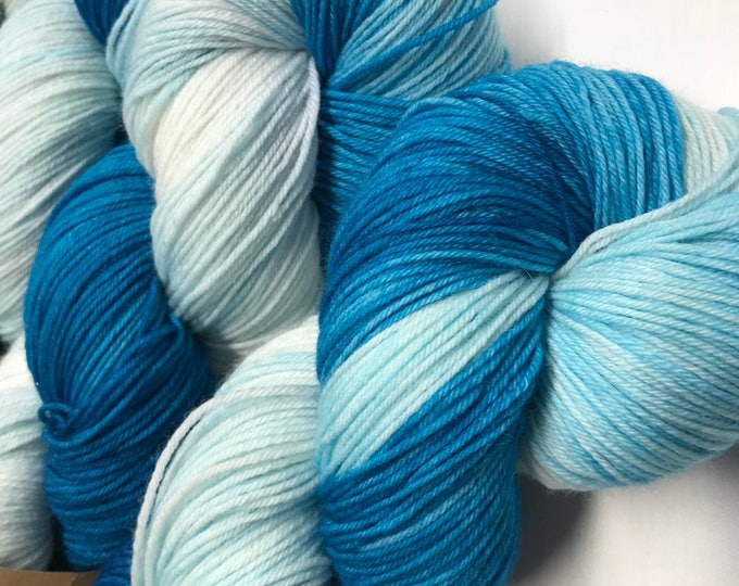 100g Superwash Merino / Nylon Sock Yarn 4 ply, fingering, hand dyed in Scotland, turquoise ice blue, variegated