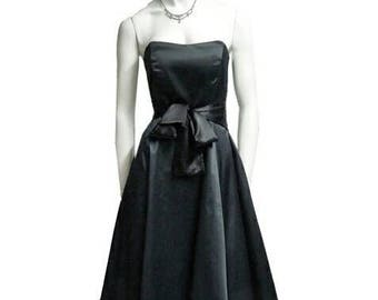 Poodle skirt Women formal dresses black silk gown sz S so chic and elegant it has a bow on the hips. Perfect conditions and Cheap