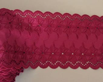 """""""Broderie anglaise"""" between two 15 cm wide Burgundy"""