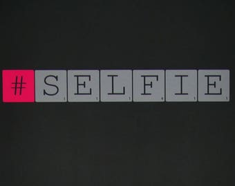 "Wall decal ""#SELFIE"" grey and neon pink - Small - Scrabble letters"