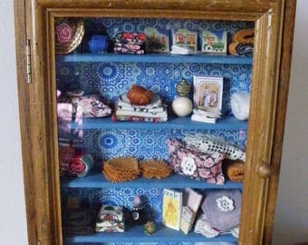 MINIATURE - LINGERE COUNTRY CABINET DISPLAY