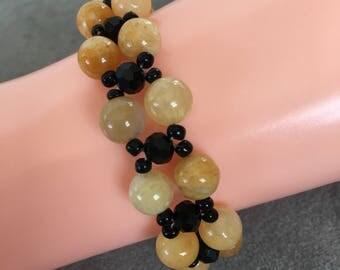 Beige and black beaded bracelet
