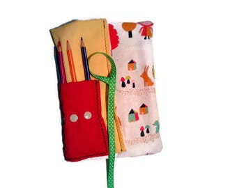 Clutch pencil or material of recreation (pencil, brushes, hooks...) to wrap - themed little Red Riding Hood