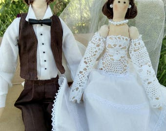 Doll-tilde newly married bride and groom