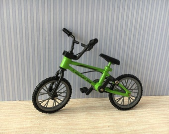 Dolls house miniature green bike 1:12