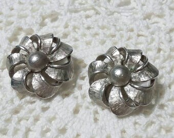 Vintage dress or shoes clips silver flower